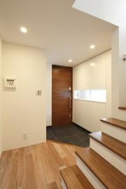 玄関と階段